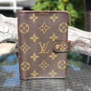 Louis Vuitton Small Ring Agenda Cover Clutch